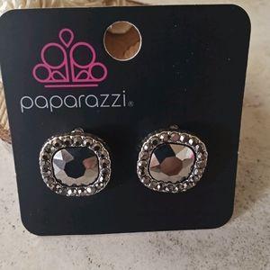 Paparazzi silver post earrings in gunmetal